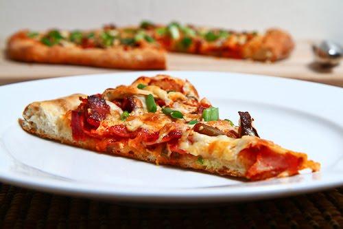 Cách làm bánh pizza kim chi tuyệt ngon cho cuối tuần mới lạ