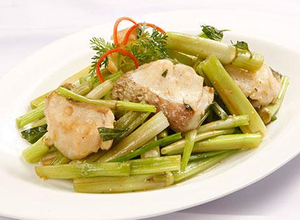 Cách làm cá xào rau cần đơn giản mà lại ngon ngay tại nhà